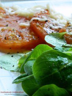 Pieczone plastry pomidora z mozzarellą i roszponką