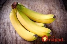 """Super Food - Bananas - good to eat on a daily basis. Good source of potassium & fiber. Helps to regulate blood pressure. Banana skins are good to plant with tomatoes and roses - potassium is good for their """"immunity"""". Healthy Bedtime Snacks, Healthy Snacks, Eating Healthy, Clean Eating, Eating Well, Weight Loss Snacks, Weight Loss Smoothies, Vitamin B6 Foods, Banana Nutrition"""