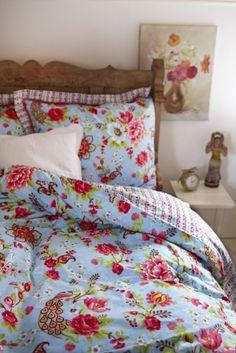 Diese Bettwäsche vereint zwei Trends: Tiere und Blumen. #homestory #home #interior #bedroom #bedding #trends