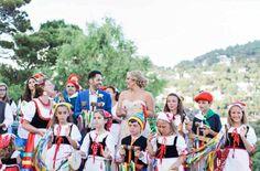 Folk dancers for Capri wedding