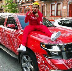 "Tekashi Laughs At ""Blood Walk"" Receiving More Views Than ""Plug Walk"" Remix - Buzz Banter Red Bandana Shoes, Bandana Dress, Rapper Costume, Daniel Hernandez, Popular Rappers, Rapper Art, Rainbow Outfit, Girl Thinking, Hip Hop Art"