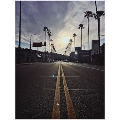 Arrivé à notre hôtel à LA après près de 24h de voyage on y jette nos valises avant de s'engouffrer dans la Chevrolet de location... 1er arrêt pour acheter une carte sim et avoir un GPS digne de ce nom ! Crevés mais hallucinés... ON Y EST QUOI  #losangeles #pshiiitinusa by pshiiit_polish