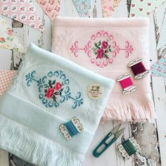 Embroidered Towels, Bargello, Cross Stitch Flowers, Cross Stitching, Tea Towels, Needlework, Elsa, Mobiles, Diy And Crafts