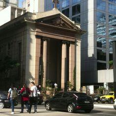 Entre prédios na Paulista...