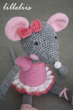 Ballerina-Mouse amigurumi crochet pattern by lilleliis