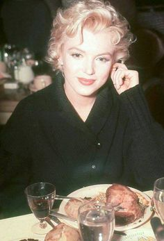 """Marilyn Monroe photographed in 1956 during the filming of """"Bus Stop"""". I've only recently discovered this rare colour photograph and it quickly became one of my favourite images. Marilyn looks so gorgeous. Classic Hollywood, Old Hollywood, Pin Up, Howard Hughes, Joe Dimaggio, Marilyn Monroe Photos, Marilyn Monroe Style, Rare Marilyn Monroe, Norma Jeane"""