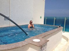 Beach Palace: Roof Top Jacuzzi