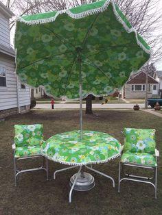 Vintage Mid Century Fl Patio Set 7 Umbrella 2 Chairs W Original Cushions Ebay