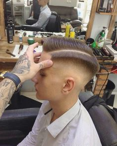 Own your look with easy hairstyles. Easy Mens Hairstyles, Boy Hairstyles, Straight Hairstyles, Trending Hairstyles, Cool Haircuts, Haircuts For Men, Beard Styles, Barber Shop, Short Hair Cuts