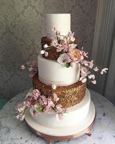 """1,673 curtidas, 23 comentários - THE KING CAKE (@thekingcake) no Instagram: """"Bom dia! Bolo Clean and Clever para um lindo casamento no último sábado na @casacharlooficial…"""" Just Cakes, Holiday Cakes, Special Day, Wedding Cakes, Desserts, 1, Instagram, Valentines Day Weddings, Buen Dia"""