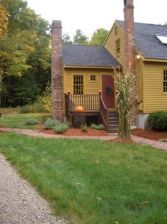 primitive homes gallery Colonial House Exteriors, Colonial Exterior, Exterior Paint, Saltbox Houses, Old Houses, Farm Houses, Yellow House Exterior, Primitive Homes, Primitive Colors