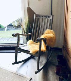 #paintedfurniture #chalkpaint #dizzyduck #shabby #möbeleben #kreidefarbe #handbemalt #möbel #unikat #upcycling #einzelstück #design #upcycled #nachhaltig #inachhaltigkeit #vintage #möbeldesign Rocking Chair, Modern, Shabby, Furniture, Vintage, Home Decor, Repurpose, Chair Swing, Trendy Tree