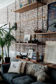 48+ Dishevelled Chic Living Room with Brick Wall Decoration Ideas #livingroom #livingroomdecorations #livingroomdecorideas