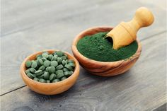 What is Spirulina? A superfood product of blue-green algae. It is a complete food that is packed full of natural vitamins, minerals, and nutrients. Spirulina Platensis, Spirulina Alge, What Is Spirulina, Healthy Life, Healthy Living, Green Algae, Rich In Protein, Wheat Grass, Lower Cholesterol