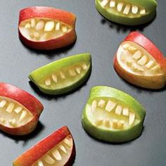 A few cute Halloween recipes on this link. Makes me want to have a Halloween party. Teeth Made Out of Apples Halloween Recipe Halloween Teeth, Halloween Apples, Soirée Halloween, Halloween Food For Party, Halloween Buffet, Halloween Appetizers, Zombie Party, Halloween Decorations, Halloween Breakfast