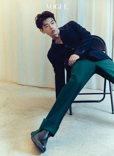 에릭 남의 24시 | 보그 코리아 (Vogue Korea) Korean Fashion Men, Mens Fashion, Creative Writing Classes, Vogue Korea, Eric Nam, Asian Men, Hip Hop, Give It To Me, Photoshoot