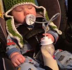 Looks like a great idea for twins Podee hands-free bottle for babies - this can be very convenient while traveling!