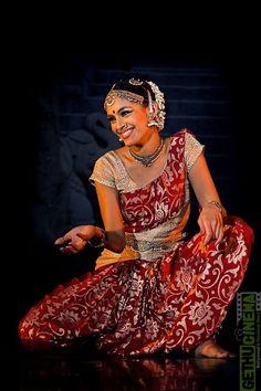 Rukmini Vijayakumar during her Bharatanatyam recital, Gudiya Sambhrama 2013
