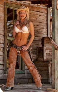 Babe with gun http://guns-and-babes.blogspot.com/
