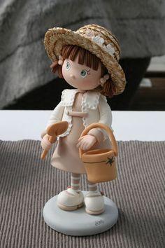 "Figurine en fimo ""Reves et Merveilles"" porcelana fria polymer clay Polymer Clay Figures, Polymer Clay Dolls, Polymer Clay Projects, Polymer Clay Creations, Diy Fimo, 3d Quilling, Cute Clay, Paperclay, Cake Decorating Tutorials"