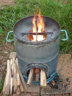 rocket stove, cuiseur solaire, éolienne, four solaire.