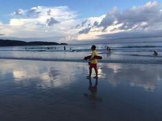 Lifeguard... Salva-vidas... Praia de Bombas Bombinhas Santa Catarina Brasil. #salvavidas #lifeguard #baywatch #praiadebombas #sky #sunset #pordosol #fotododia #minhavida #vlog #mylife #youtubechannel #trip #photooftheday #fun #travelling #tourism #tourist #travel #praia #beach #bombinhas #santacatarina #brasil #brazil #mar #sea #atlanticocean