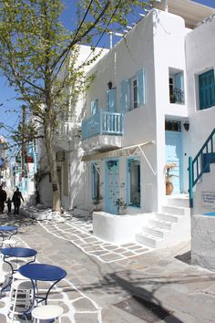 Gaze at the people walking by while drinking your coffee, in the small streets of Mykonos. The town is not far away from Luxury Villa Aesara in Mykonos, Greece. Greek Islands To Visit, Best Greek Islands, Greece Islands, Wonderful Places, Beautiful Places, Myconos, Greek House, Belle Villa, Santorini Greece