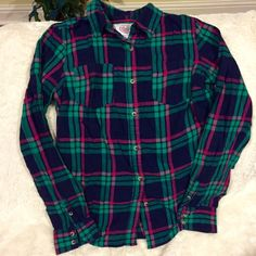 flannel top beautiful vibrant colors / all buttons intact Tops Button Down Shirts