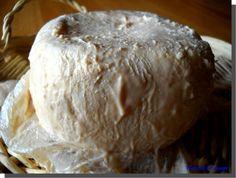 Le Niolo (ou Niolu, ou Niulincu). Ou : France, Corse, Vallée de Niolu Quoi : Pâte molle. Comment : Lait de brebis, cru. Croûte : Lavée. Formes : Carré où boule applatie, environ 15 cm
