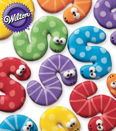 Silly snake cookies - love these for a summer party :) Wilton Cake Decorating Cake Decorating Galletas Cookies, Iced Cookies, Cut Out Cookies, Cute Cookies, Royal Icing Cookies, Cookies Et Biscuits, Sugar Cookies, Wilton Cake Decorating, Birthday Cake Decorating