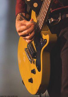 billie joe Armstrong & his beloved guitar