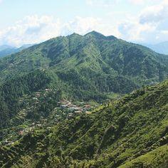 Nohradhar village. The base camp to Churdhar Peak trek.  Sirmaur Himachal Pradesh  India  #beautiful #himalayas #india #love #adventure #travel #happiness #wanderlust #lonelyplanetindia #trekking #hiking #camping #landscape #lonelyplanet #mountains #instahimachal #indiapictures #_soi #mthrworld #indiaig #indiatravelgram #himalayangeographic #incredibleindia #backpackers #peace #outdoors #travelgram #himachalpictures  #yourmountain #travelstoke by lifeontrails