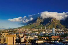 La ciudad del Cabo en Sudáfrica. Es el destino turístico más importante de ésta. Tienen gran reputación en el mundo culinario, gracias a su gastronimía.