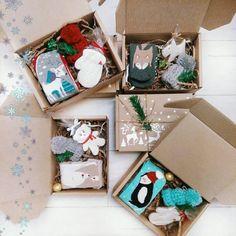 7 отметок «Нравится», 4 комментариев — НОВОГОДНИЕ ПОДАРКИ МОСКВА 🐧🐧🐧 (@woweffect.podarki) в Instagram: «Кручу верчу коробки - стараюсь, чтобы все попало в кадр 😄 Я ведь до сих пор не показала, как наборы…» Christmas Gift Box, All Things Christmas, Christmas Time, Christmas Crafts, Christmas Decorations, Navidad Diy, Diy Crafts For Gifts, Jar Gifts, Birthday Gifts