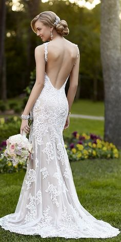 Stella York backless lace wedding dress / http://www.himisspuff.com/open-back-wedding-dresses/7/