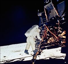 """July Apollo 11 launched from Cape Kennedy with Commander Neil Armstrong, Command Module Pilot Michael Collins and Lunar Module Pilot Edwin """"Buzz"""" Aldrin. On July they landed on the moon. Neil Armstrong, Moon Missions, Apollo Missions, Nasa Missions, Programa Apollo, Almeida Junior, Apollo Space Program, Apollo 11 Mission, Buzz Aldrin"""