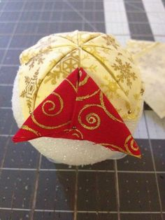 Create Kids Couture Quilted Ornaments Happy New Year Diy Quilted Christmas Ornaments, Quilted Fabric Ornaments, Gingerbread Christmas Decor, Christmas Sewing, Handmade Ornaments, Diy Christmas Ornaments, Diy Christmas Gifts, Handmade Christmas, Ball Ornaments