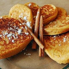 Sweet Potato Pancakes//add gelatin and coconut flour for aip Healthy Fast Food Breakfast, Sweet Breakfast, Healthy Snacks For Kids, Breakfast Dishes, Breakfast Recipes, Pancake Recipes, Healthy Eating, Baby Food Recipes, Snack Recipes