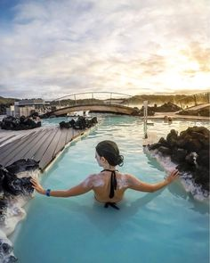Do you know a better way to end the journey than relaxing with Silica Mud Mask in the Blue Lagoon?📸 by @inviaggiocoltubo 💦#BlueLagoonIceland #BlueLagoonSkincare #Iceland