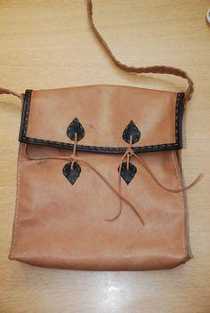 RomanArmyTalk :: Topic: Comacchio Leather Bag HowTo (3/3)