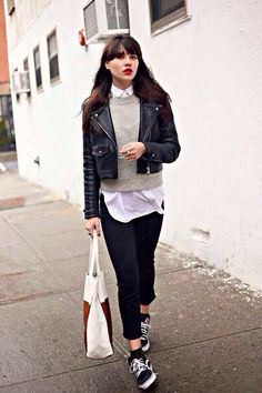 Looks com jaqueta de couro para você se inspirar na balada de hoje - Guita Moda Tomboy Fashion, Look Fashion, Fashion Outfits, Womens Fashion, Sneakers Fashion, High Fashion, Sneakers Sale, Casual Outfits, Jackets Fashion