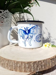 ✧Luna moths are happily flying around as the magic of the night starts peaking in✧ ✧Mug is handpainted with a little bit of imagination and a bit of magic✧ ✧Its perfect as a gift for your loved ones, or you might just gift it to yourself! You deserve it!✧ Hand Painted Mugs, Camping Coffee, Moth, Imagination, Best Gifts, Gifts For Her, Enamel, Magic, Gift Ideas