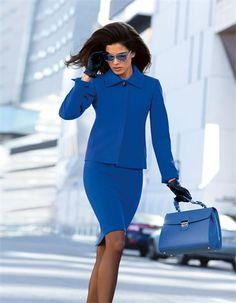Das Kostüm in Royalblau macht Sie zu einem echten Hingucker.