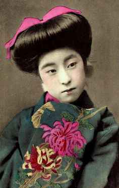 carte postale : EIRYU -- QUEEN of the POSTCARD GEISHAS, 1910