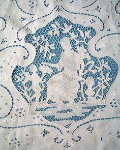 """Antique Lace Linen 83"""" Round Tablecloth Lovely Italian Figural Point De Venise Lace"""