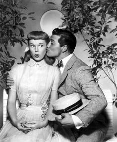 Doris Day, Gordon MacRae in On Moonlight Bay.