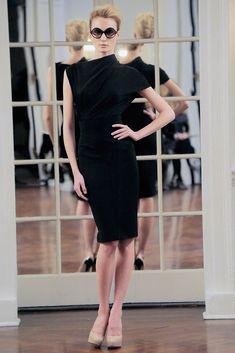 Victoria Beckham Fall 2010 Ready-to-Wear Fashion Show - Lovanni Pinnow