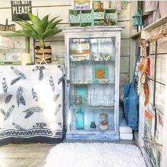 焦げ茶のキャビネットを白古材風に変えて、海を感じるインテリアに合う家具作り☺︎ LIMIA (リミア)
