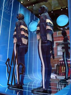 Beautiful Window Displays!: moncler