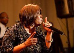 A cantora Shirley King, filha de B.B. King, vem a São Paulo e se apresenta no Teatro do Sesc Vila Mariana no dia 6 de setembro, às 21 horas.